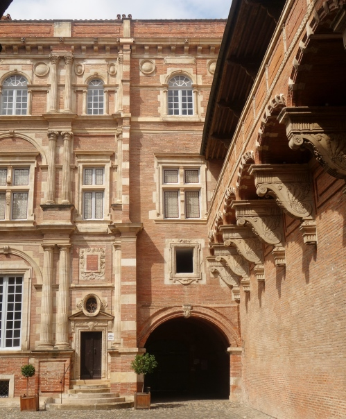 inside toulouse 1 055