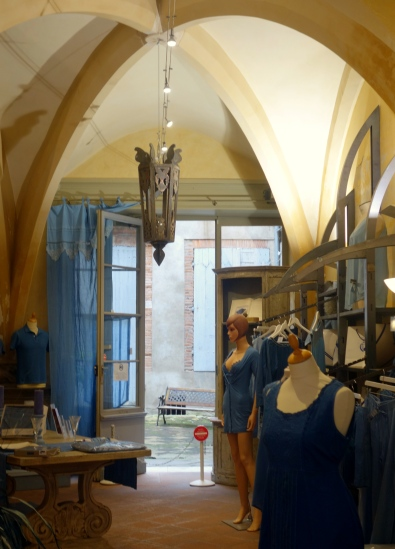 inside toulouse 1 073
